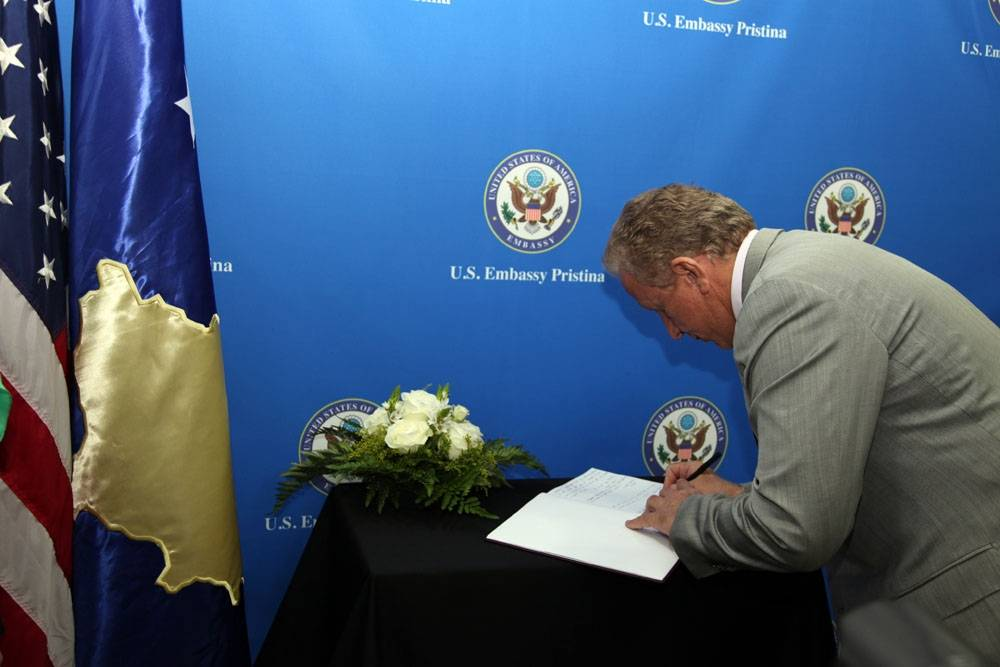 President Pacolli signs the Book of Mourning opened for the two US